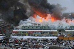 俄叶卡捷琳堡一购物中心起火 超过300人被疏散