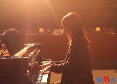 赵薇学郎朗弹钢琴 模仿到了精髓