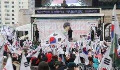 朴槿惠迎69岁生日 支持者监狱外高