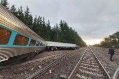澳大利亚火车脱轨 警方证实致2人死