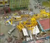 宁波一楼盘塔吊倒塌