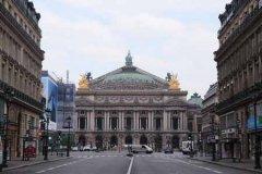 法国部分城市宣布宵禁