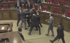 亚美尼亚议会打群架