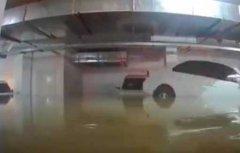 车库被淹洪水完美倒车入库