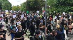 加拿大多伦多爆发抗议游行
