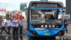 贵州公交坠湖事故已致21死