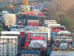 江苏4车相撞事故致11死19伤