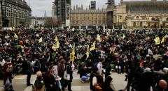 伦敦爆发反警察法抗议示威