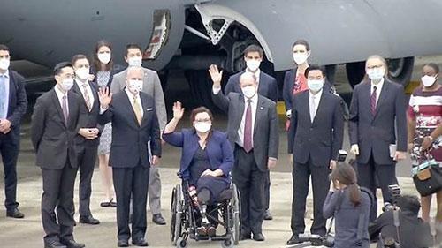 美议员搭乘军用运输机窜访台湾