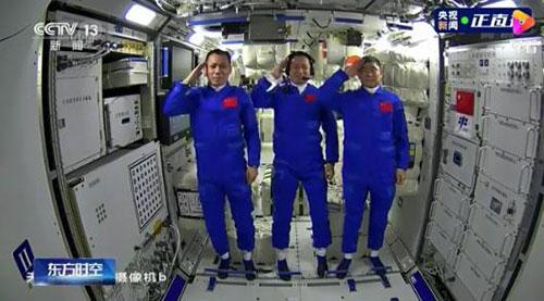 中国人首次进入自己的空间站