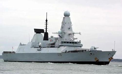 俄战机投弹驱离英国军舰