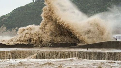 台风来袭浙江多地海水倒灌