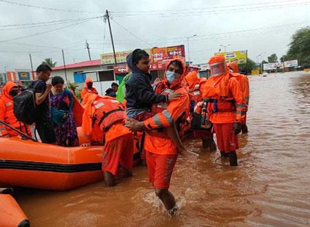 印度暴雨致近200人遇难