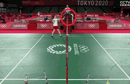 裁判无视日本选手过网击球